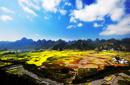 Listen to the beautiful Chinese sonorous pace blue ecological picture writing